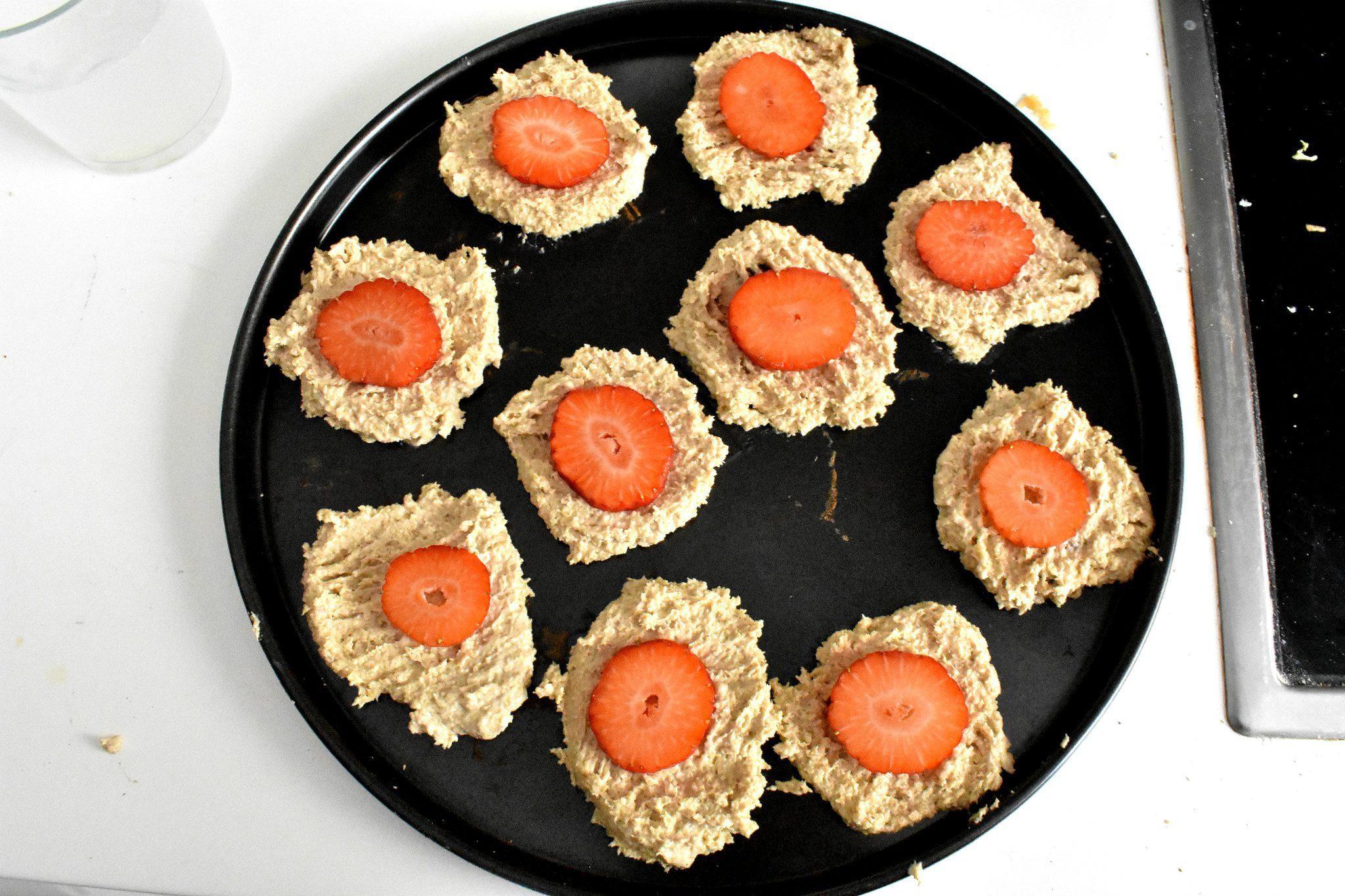 Healthy-oatmeal-cookies-recipe-strawberry-process-3-SunCakeMom
