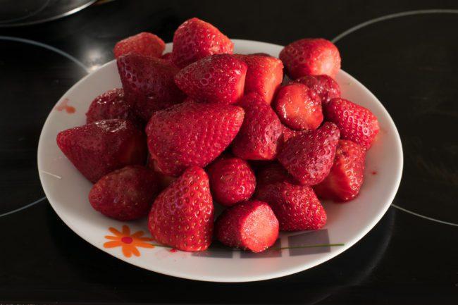 Sugar-free-strawberry-jam-recipe-Process-1-SunCakeMom