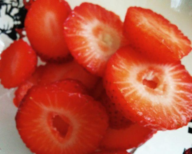 Sliced strawberries to decorate - Healthy oatmeal cookies recipe - SunCakeMom