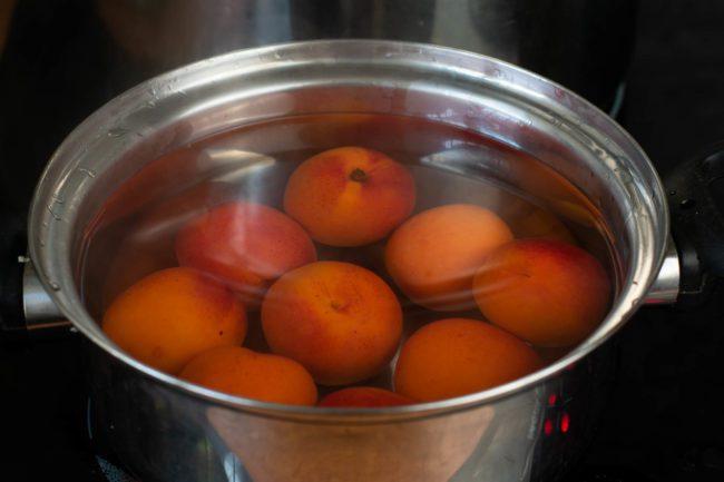 Low-sugar-apricot-jam-recipe-Process-2-SunCakeMom