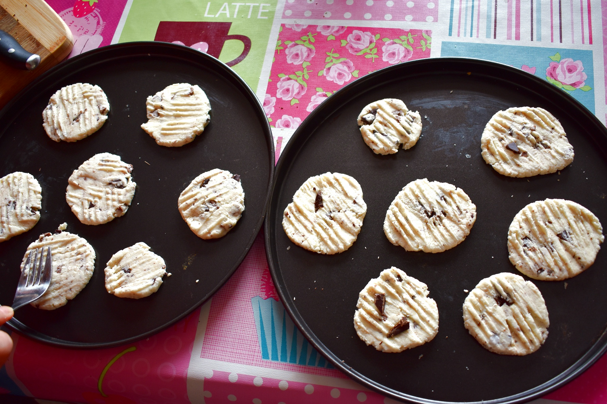 Low-carb-chocolate-chips-cookies-process-6-SunCakeMom