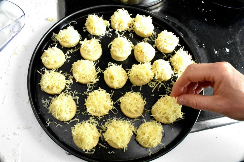 Easy-cheese-scone-recipe-process-7-SunCakeMom