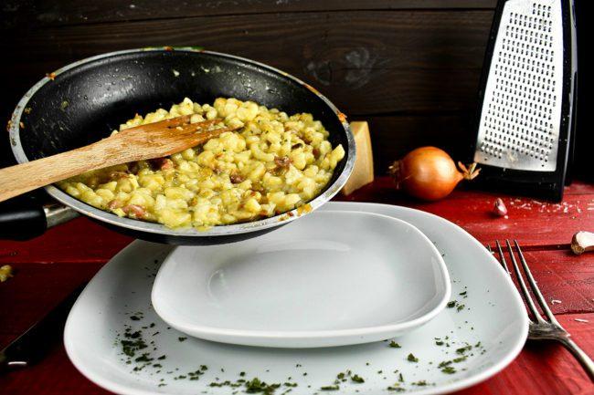 Best-carbonara-recipe-with-traditional-or-gluten-free-pasta-process-24-SunCakeMom
