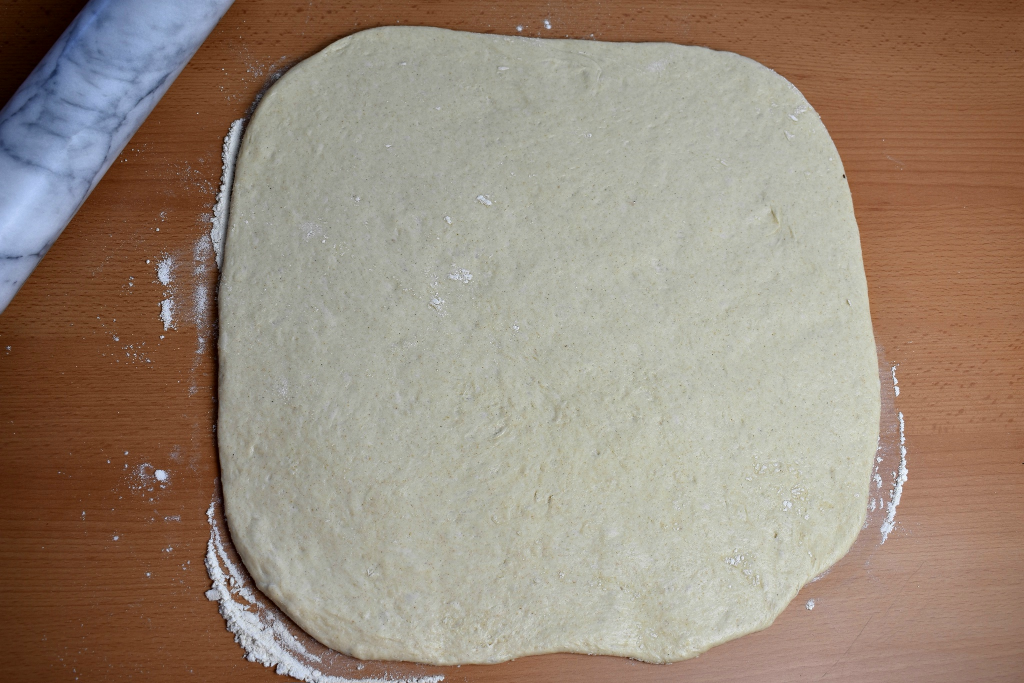 roscon-de-reyes-pizza-king-cake-pizza-process-3-SunCakeMom