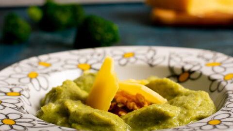 Broccoli-cheddar-soup-recipe-1-SunCakeMom