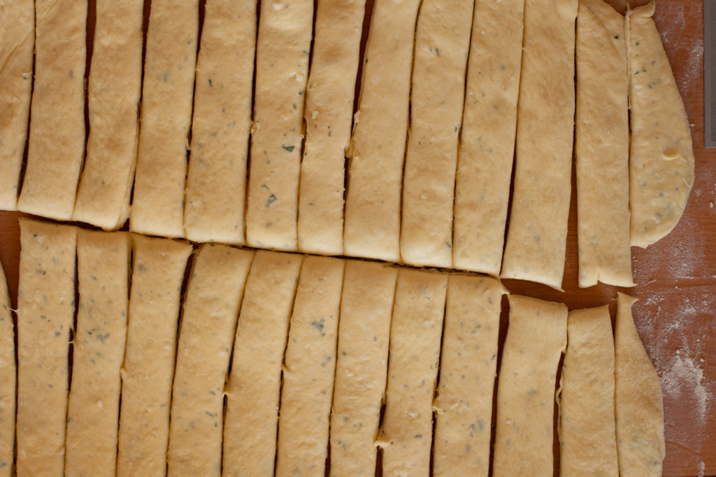 Garlic-knot-recipe-Process-14-SunCakeMom