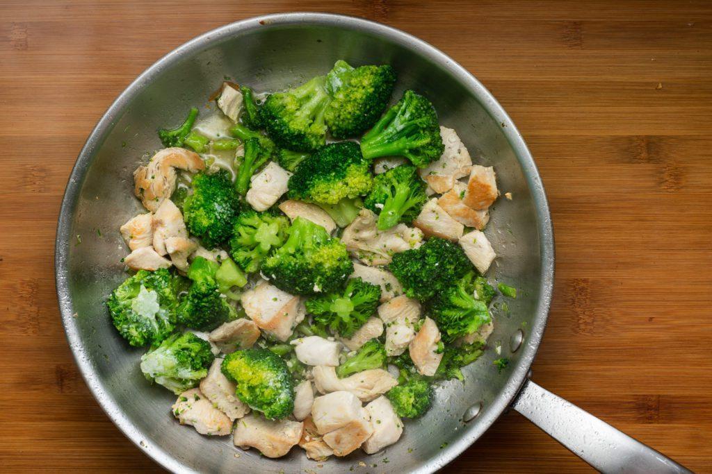 Chicken-broccoli-alfredo-recipe-Process-3-SunCakeMom