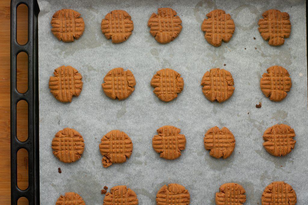 Peanut butter cookies recipe - SunCakeMom