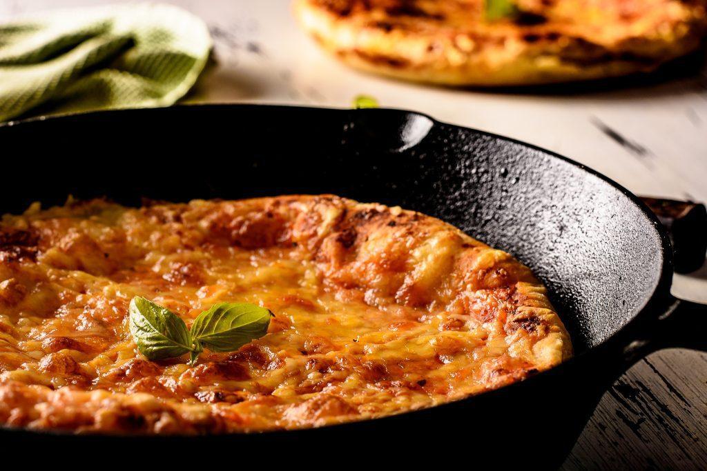 Skillet pizza recipe - SunCakeMom