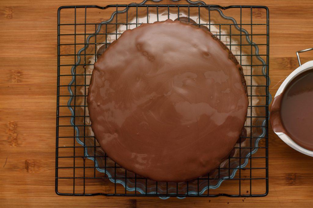 Chocolate mirror glaze recipe - SunCakeMom