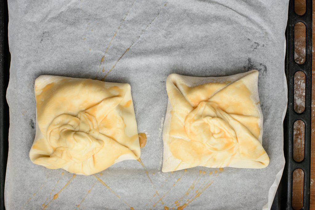 Baked brie puff pastry - SunCakeMom