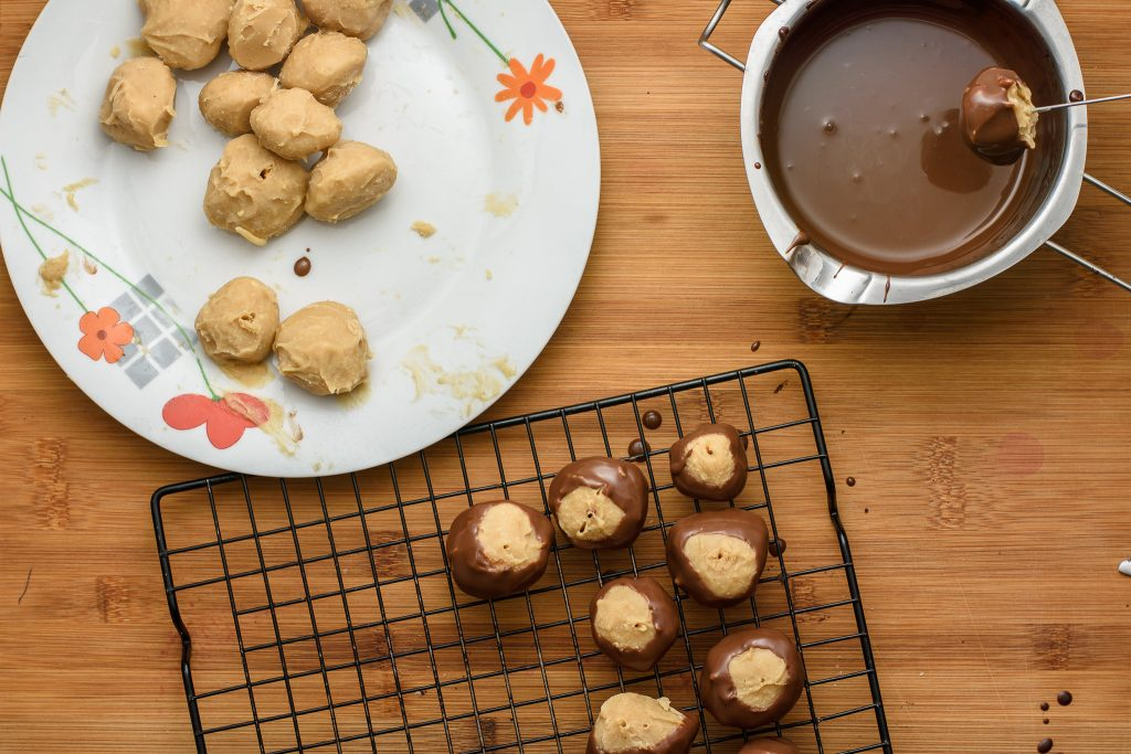 Peanut butter balls recipe - SunCakeMom