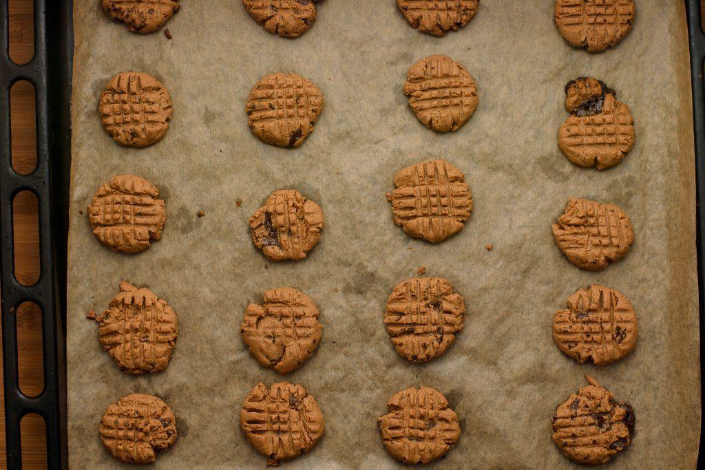 Peanut butter chocolate chip cookies - SunCakeMom
